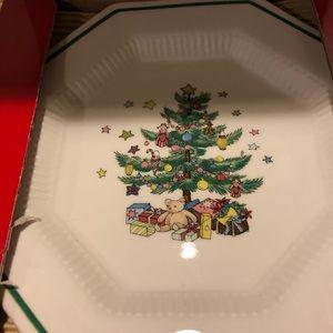 Nikko Set 4 dessert/salad plates in box
